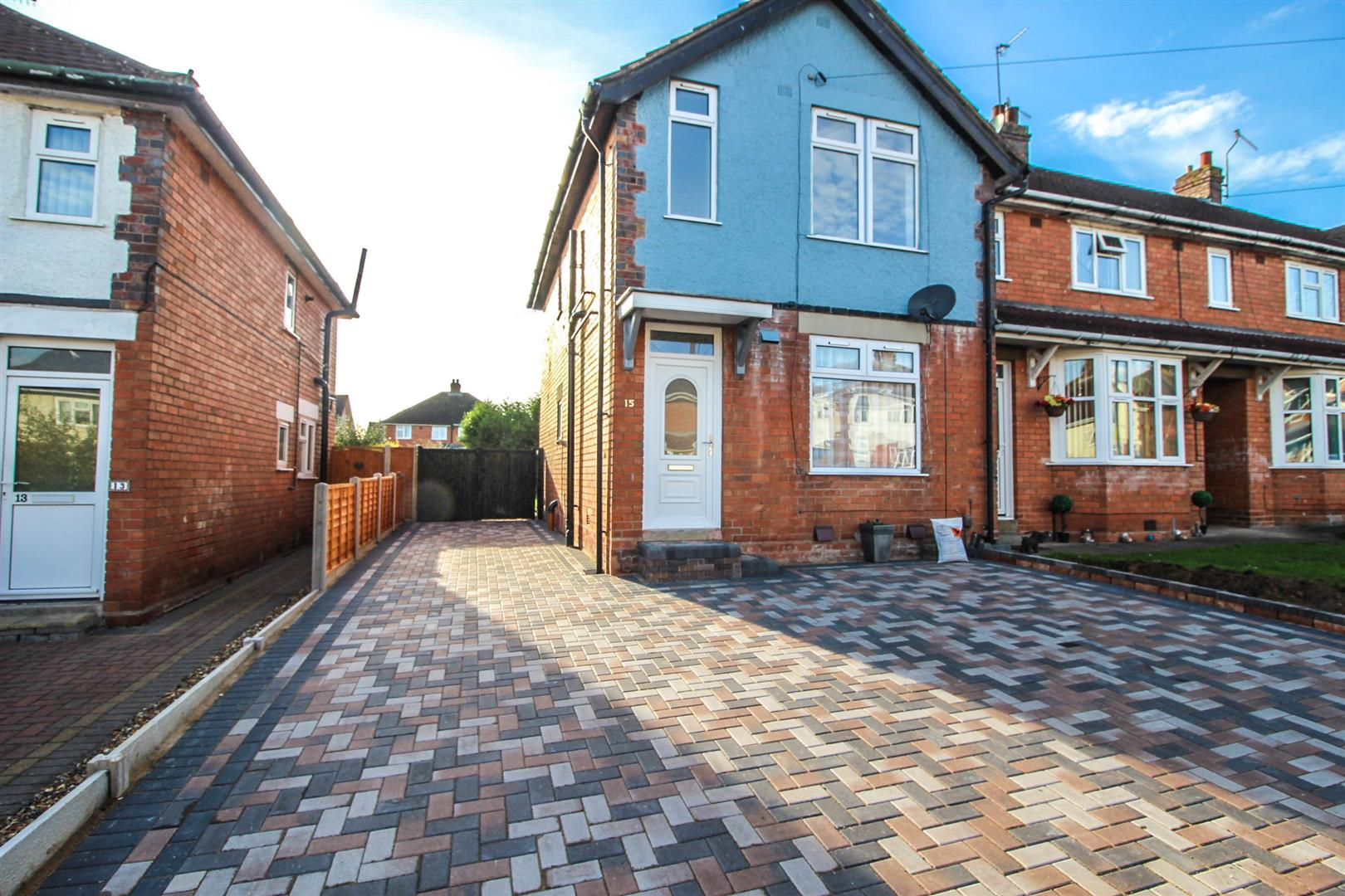 3 Bedrooms End Of Terrace House for sale in Hazel Road, Redditch